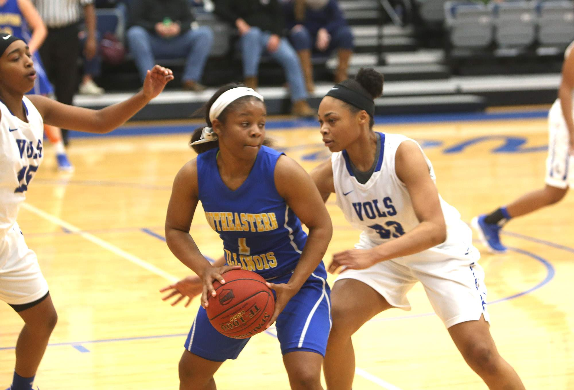 Kennethia Gilford is guarded by Nia Marshall.