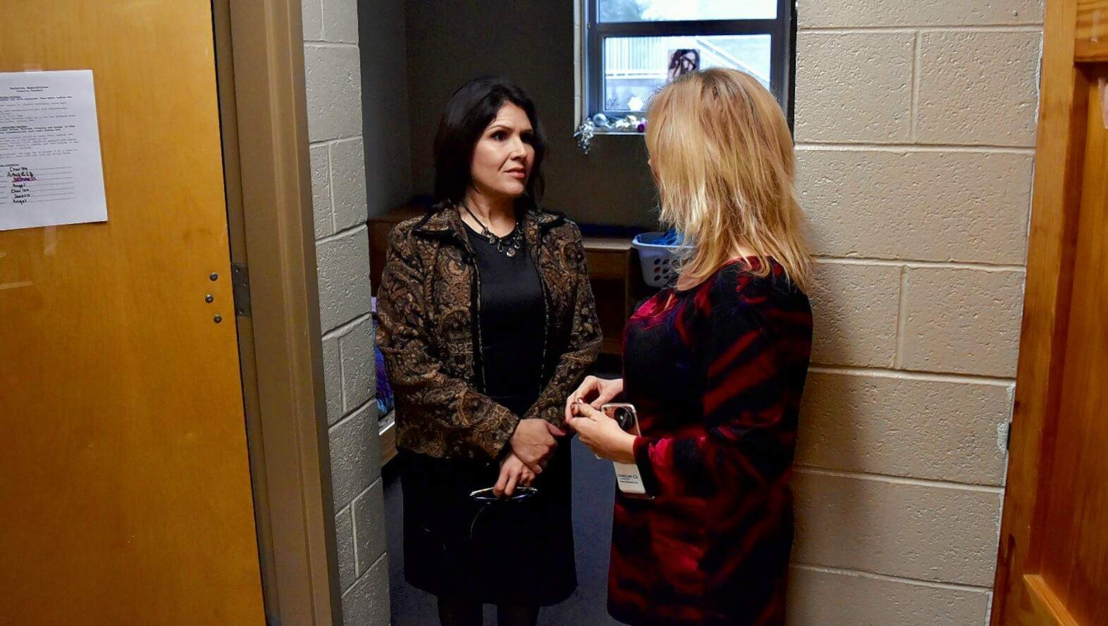 Illinois Lt. Gov. Evelyn Sanguinetti, left, talks with Gateway Foundation outreach coordinator Michelle Bertinetti.