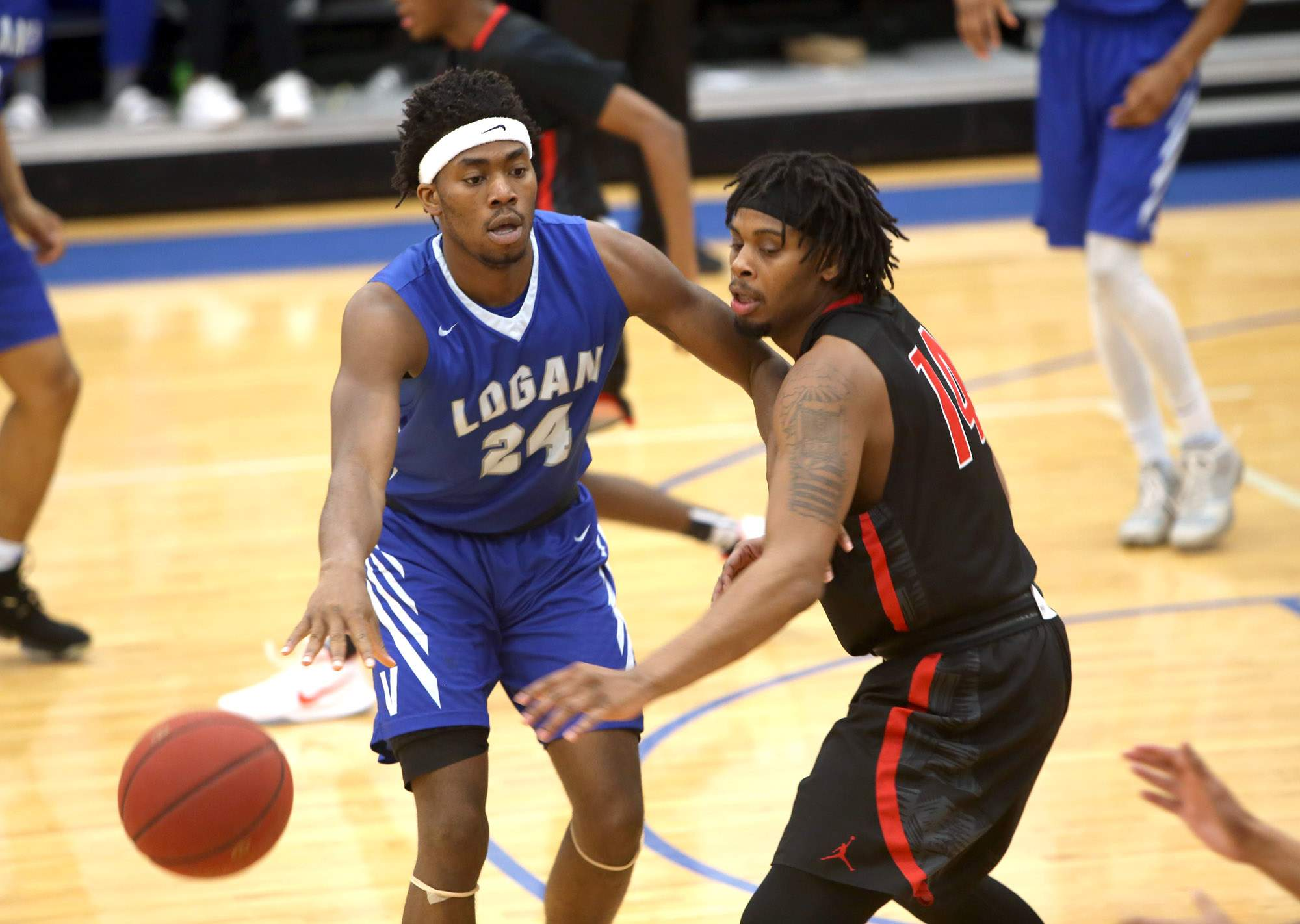 Damion Taylor passes the ball Wednesday night.