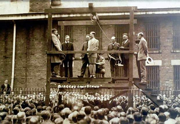 A crowd of 500 gathered to witness the hanging of Charlie Birger, the next to the last man hanged in Illinois, on April 19, 1928.