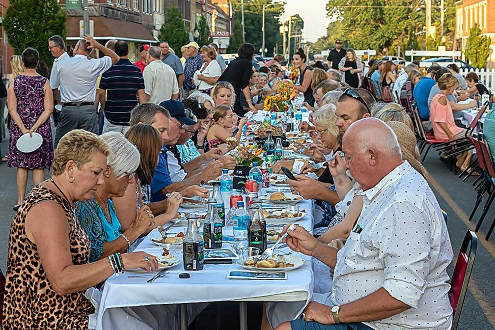 Foks gather to dine outdoors at Croessman square in downtown Du Quoin last Thursday during the Second Annual Farm to Table event for Perry County.