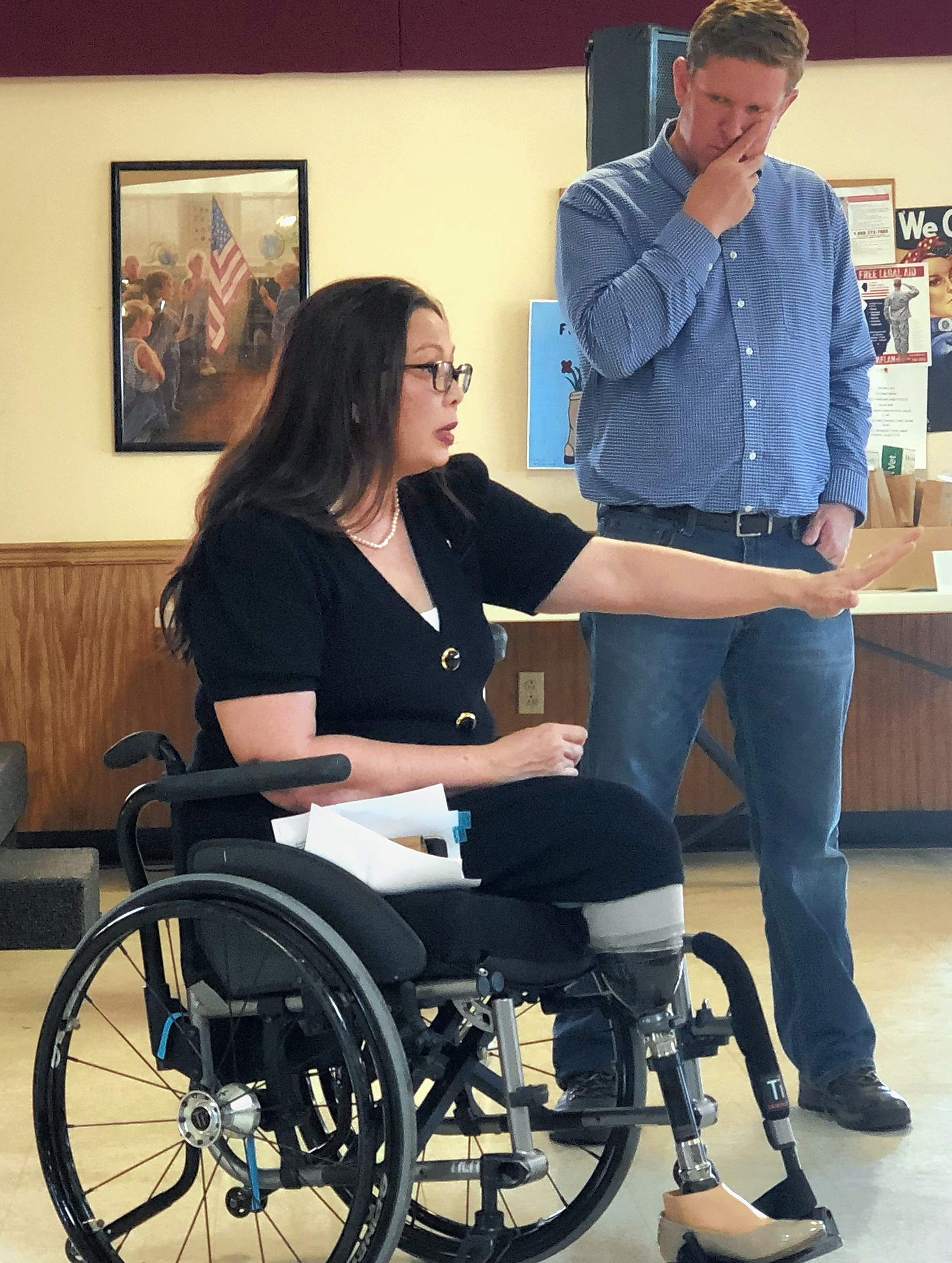 U.S. Sen. Tammy Duckworth talks with nearly 100 veterans from southern Illinois. Candidate Brendan Kelly is beside her.