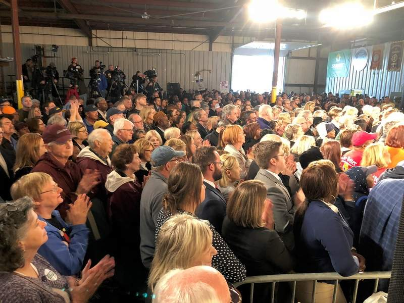 Over 800 people from across southern Illinois gathered at the Iron Workers Local 392 hall in East St. Louis on Wednesday afternoon.