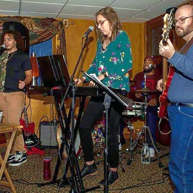 Second-Hand CarTunes pulls its setlists from decades of radio hits.