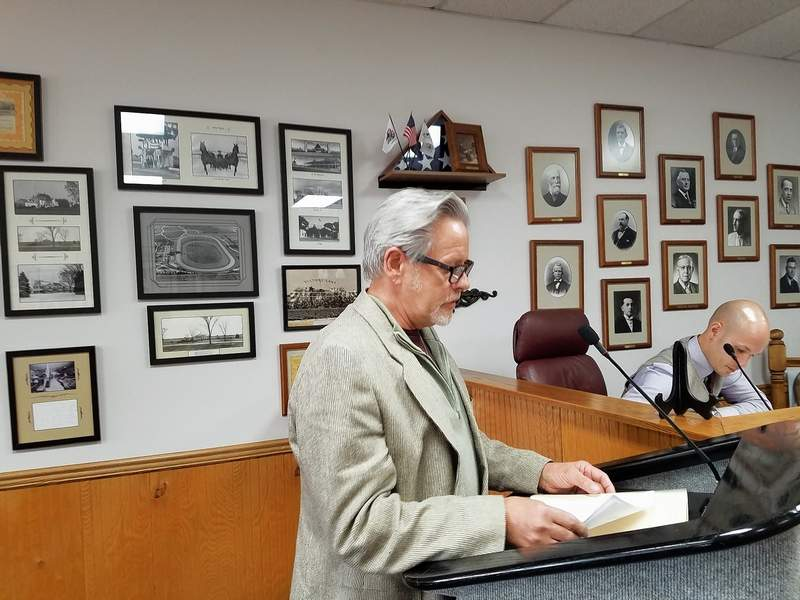 Du Quoin businessman Billy Rogers, representing the Du Quoin Chamber of Commerce, addressed the City Council Monday regarding July's Farm to Table event.
