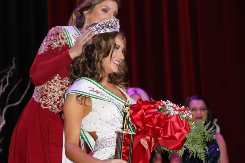 Sophia Davie is crowned as the 2019 Miss HerrinFesta Italiana Monday evening.