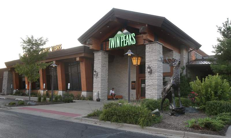 After 6½ years in business, the Twin Peaks restaurant along Wheeling's 'Restaurant Row' has closed, village officials confirmed.