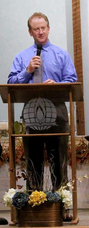 After outlining some of the outreach ministries of the Du Quoin Ministerial Alliance which especially helps area children, Kent Eaton leads the Offertory Prayer.