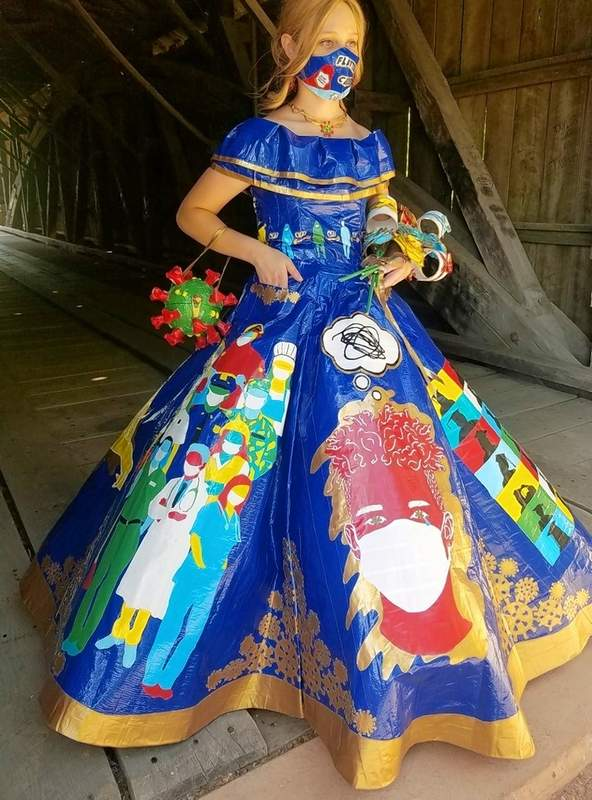 Peyton Manker clearly wowed the judges with this pandemic-themed prom dress and accompanying mask.