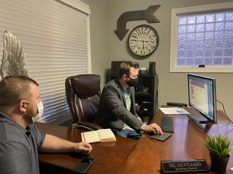 Carbondale Chamber President Justin Zurlinden (left) discusses the Chamber's website with newly-elected board member, Nic Skovgaard.