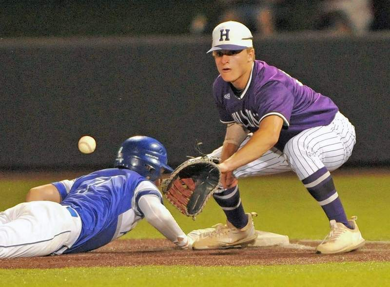 First baseman Noah Boon goes in for the ball on a pickoff play.